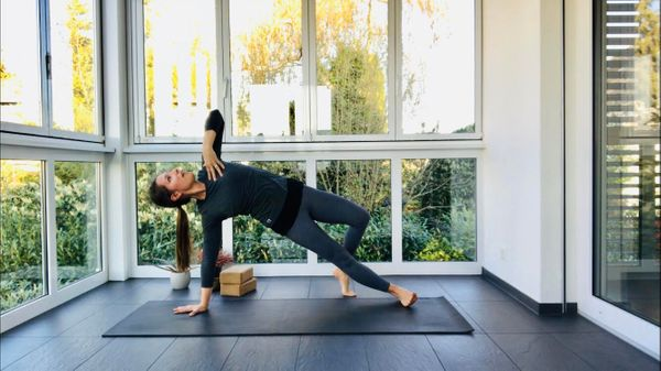30-minute All-Levels Vinyasa with Rachel