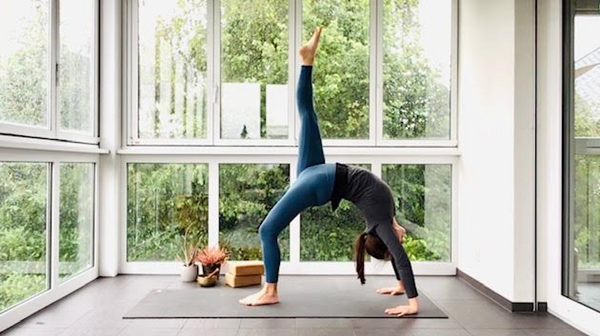 60-minute All-Levels Vinyasa with Rachel